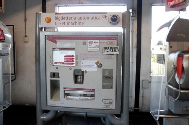 acheter un ticket de métro aux distributeurs automatiques