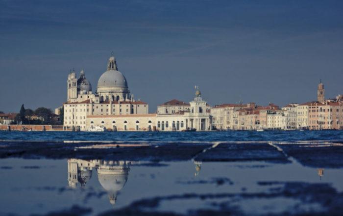 Venise sous un ciel bleu hivernal